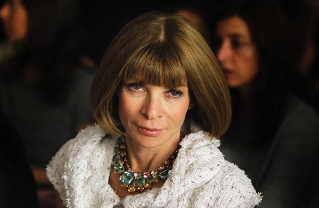 Mentre a New York tutti parlano del suo abito Chanel riciclato per il matrimonio del figlio, ad Anna Wintour è stata offerta la carica di Direttore Editoriale del gruppo Condé Nast.