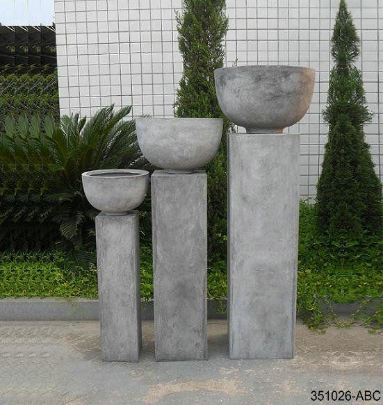 Zuil met pot, vorstbestendig, zowel binnen als buiten te plaatsen Info: www.g-trends.nl