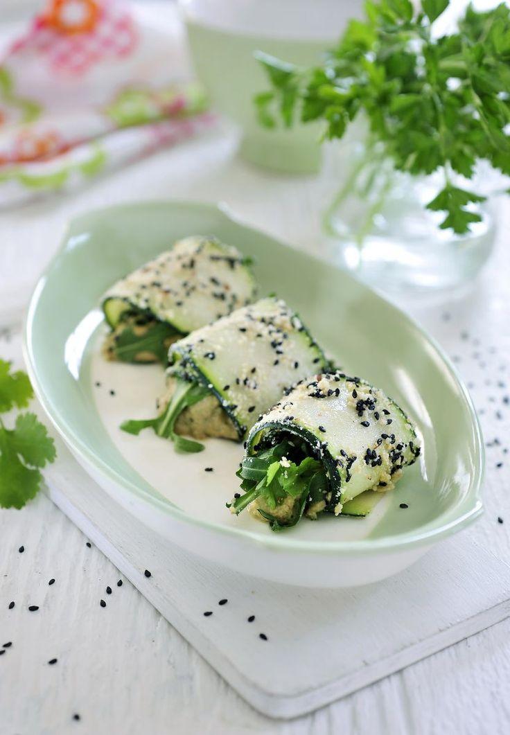Cannelloni van courgette met crème van cashewnoten http://www.njam.tv/recepten/cannelloni-van-courgette-met-creme-van-cashewnoten