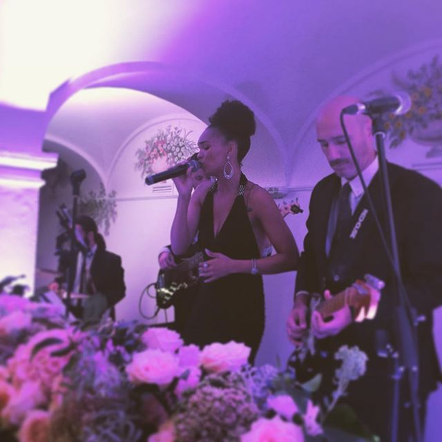 Our stunning soul singer in action for our fabulous @sposiamovi ❤️ @belmondhotelsplendido  #destinationwedding #musicaevento #weddingmusic #weddingmusicentertainment #destinationweddinginitaly #rivierawedding #weddingmusicians #weddingwire #weddingwirerated #instawedding #wedding #weddingsinger #weddingideas #weddings2016 #septemberwedding
