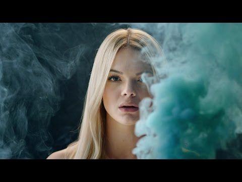 Clean Bandit e Louisa Johnson hanno pubblicato il video per Tears. Guarda qui il video e leggi la breve analisi sulla clip.