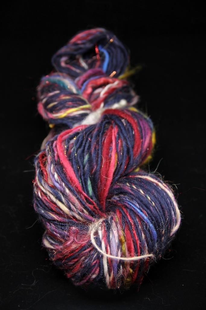 3_2_vlna_rucne_pradena_handspun_kolovratok_farbena_art_yarn_hand_spinning_dyed_singels_yarn_vlna-art.sk_1