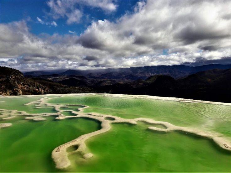 Pamukkale birçok kişi tarafından Dünya'da tek olarak adlandırılsa da, Meksika'nın Oaxaca eyaletinde yer alan Hierve El Agua benzer bir jeolojik yapı.