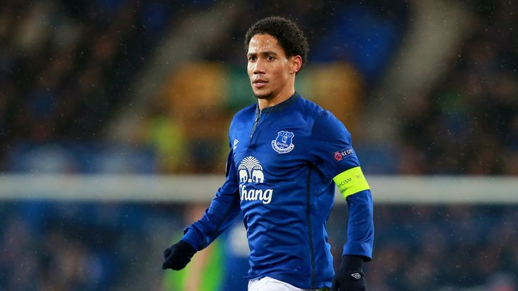 Former Everton and Tottenham winger Steven Pienaar retires aged 35 #News #ClubNews #Football #Pienaar #Soccer
