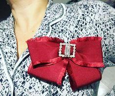 """4 Me gusta, 1 comentarios - Bijoux Moda (@bijouxmodaver) en Instagram: """"Un toque elegante a tu atuendo #bowbrooch #bowbow #fashionbows #moño #moños #lazo #moñoBroche…"""""""