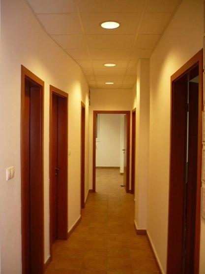 A régi, Honvéd utcai nyelviskola másik folyosója.