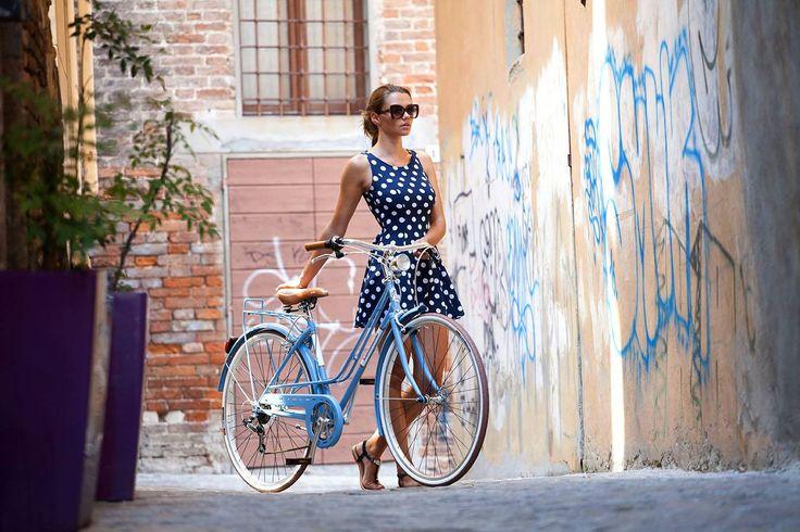 Ya es Lunes y toca ir #altrabajoenbici.   Por que no con un poco de estilo?     https://bicicletaclasica.com.es/tienda-bici-clasica-online/shop/adriatica-bicicleta-clasica/adriatica-rondine-2/    (la bici es una #adriatica Rondine, ver más info en el enlace)  #pedaleaconestilo #avantumbikes #labiciurbana #mejorenbici