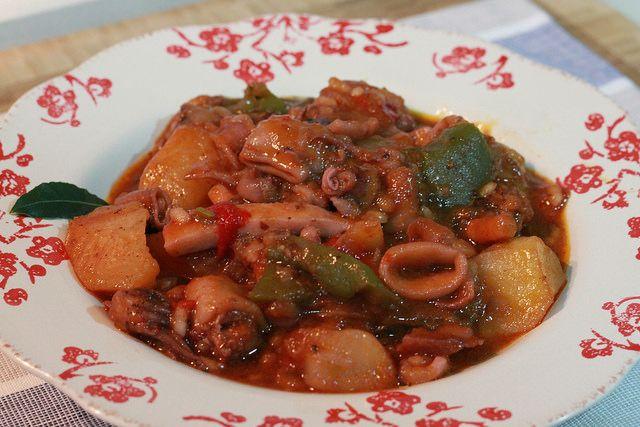 Guiso de patatas con calamares - Recetasderechupete.com