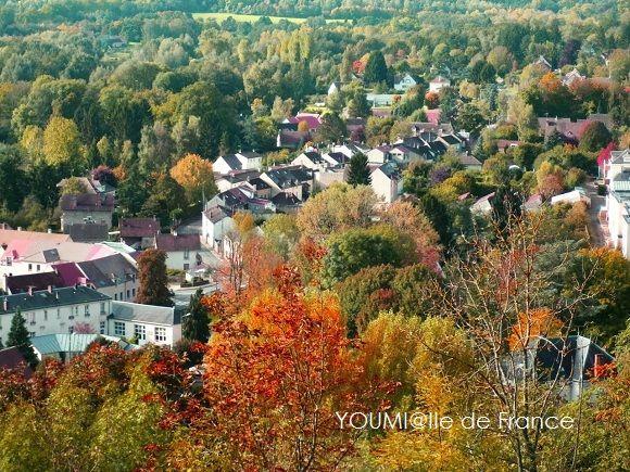 イル・ド・フランスの谷に秋
