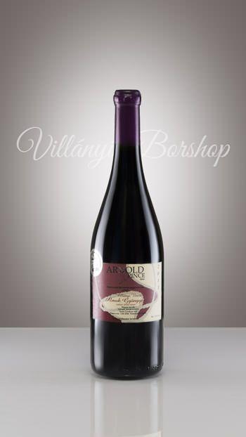 """Álmok Gyöngye ( vörösbor házasítás)  2013-as évjárat  A """" Ház Bora"""". Három vörösbor, megfelelő arányokban történő keveréséből készült, könnyed, bársonyos  bor."""