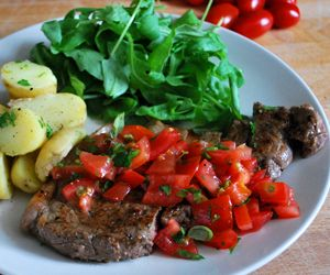 Steak with Tomato & Basil Salad: 300 Kcals Per Serving