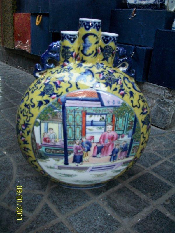 pregevole-vaso-qmoon-flask-shapedq-in-porcellana-cinese-con-antica-scena-di-corte-cina-fine-800-3.jpg - 82.95 Kb