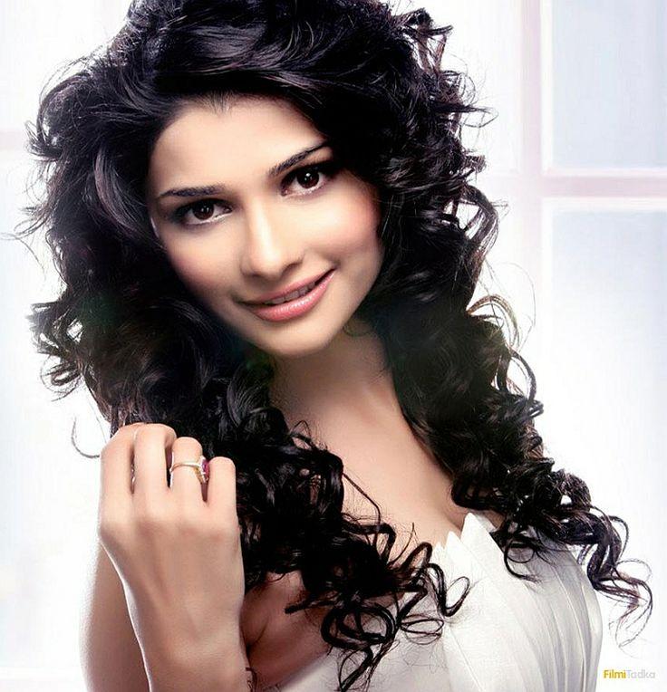 Beautiful Bollywood actress Prachi Desai