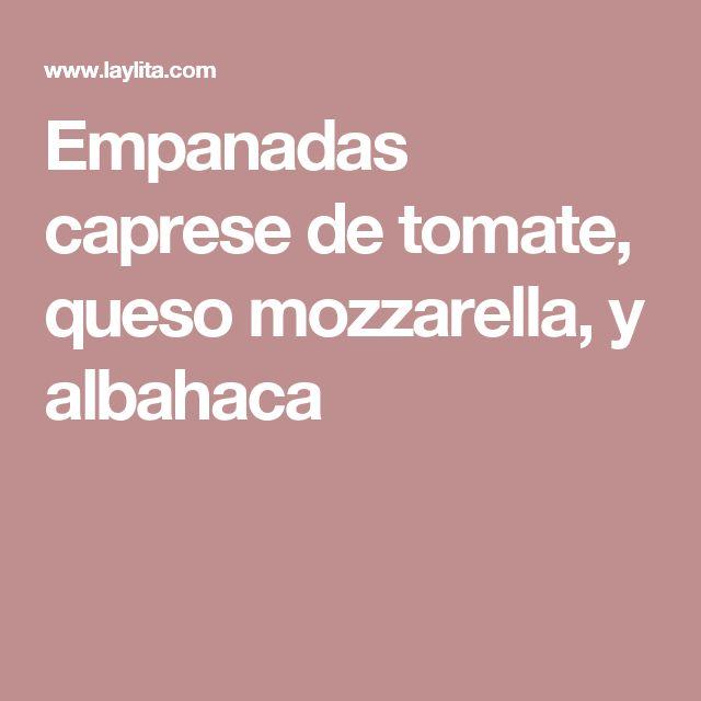 Empanadas caprese de tomate, queso mozzarella, y albahaca