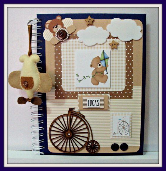 O Álbum do Bebê contém 48 páginas nas quais são relatadas desde a história do papai e da mamãe, passando pela gestação até os 3 anos de idade da criança. Tem espaço para 42 fotos (10 cm x 15 cm) e anotações.    Tópicos:  Onde tudo começou... a história do papai e da mamãe  Minha árvore genealógica  A gestação da mamãe e o meu quarto...  O chá-de-bebê da mamãe...  Cheguei!!!  As minhas características físicas...  As primeiras visitas que recebi...  O meu primeiro banho...  As minhas visitas…
