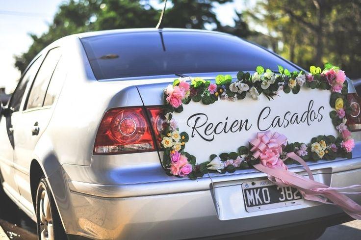La tradición de las latas en el auto de casamiento