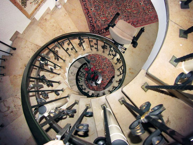 HIRO 160 Treppenlift, Innenläufer auf einer Wendeltreppe