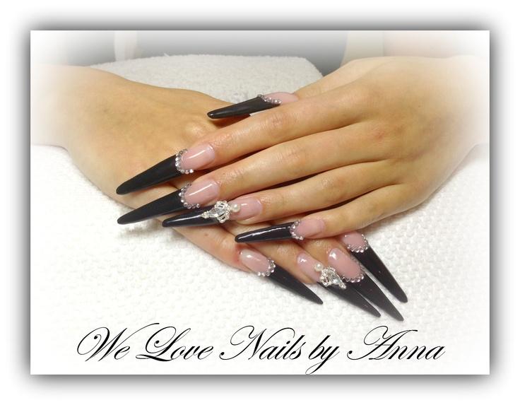 #nails #naglar #svartanaglar #gelnaglar #gelnails #diamondsnaglar #welovenails #bestofnails #nailsart