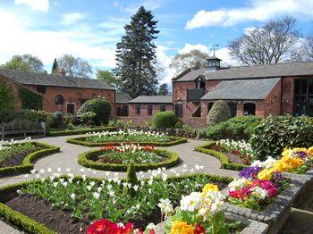 Dutch garden, Bantock House