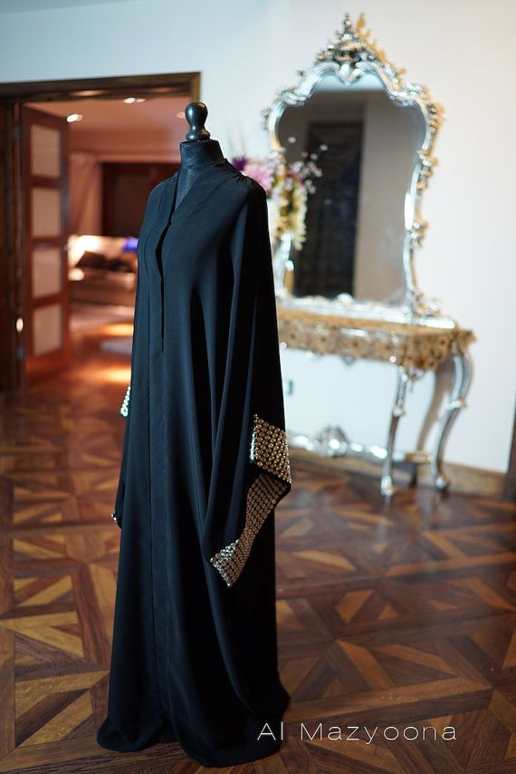 Al Mazyoona noir brodé Wedding Party Bisht Abaya par Almazyoona