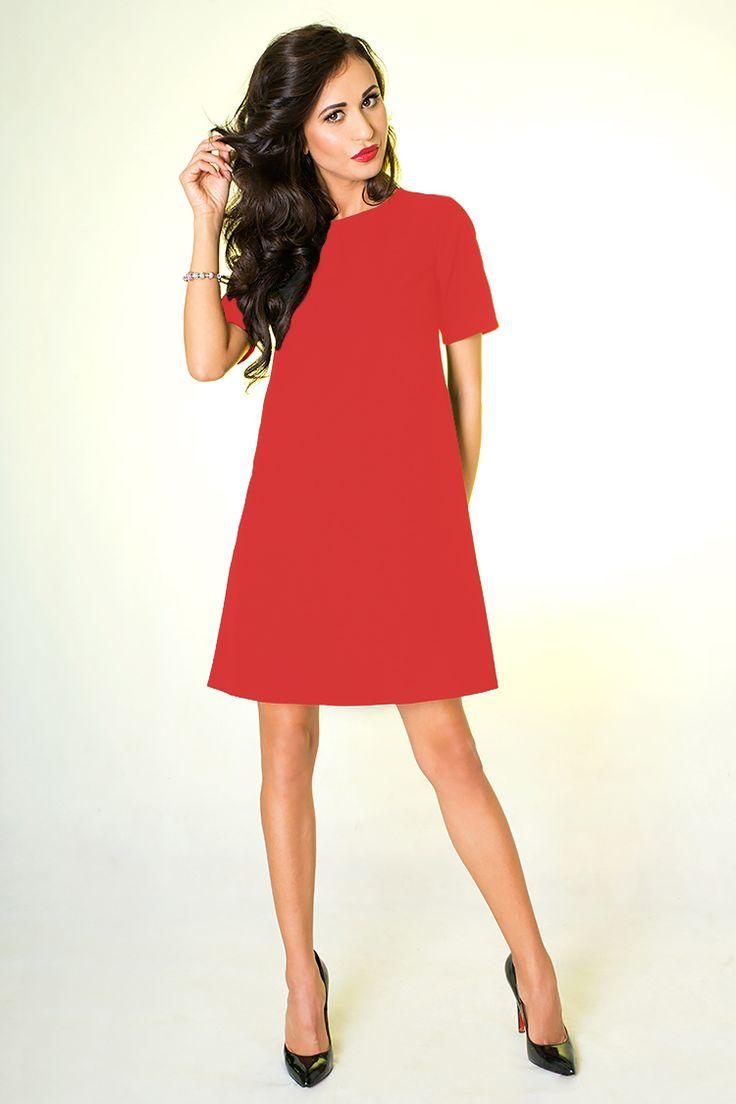 Sukienka w kolorze czerwonym o trapezowym dole