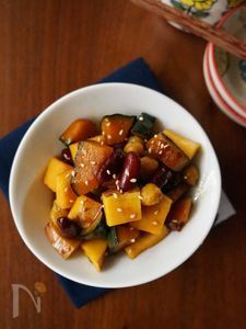 お豆入りでホクホクUP!かぼちゃとサツマイモの甘酢炒め