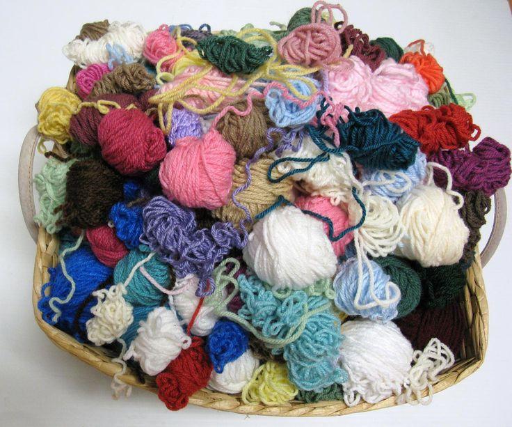 """Après avoir vu le tutoriel en images de Freshstitches: How to Make a Magic Ball, je me suis dit mais quelle bonne idée ! Joindre les restes de laine ensemble pour en faire des balles dites """"magique..."""