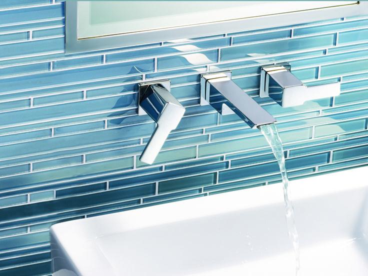 Robinet de lavabo mural aux angles précis qui offre une sophistication incomparable.
