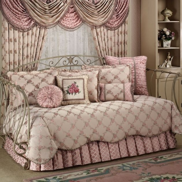 25 best ideas about daybed mattress on pinterest french mattress cushion diy daybed couch. Black Bedroom Furniture Sets. Home Design Ideas