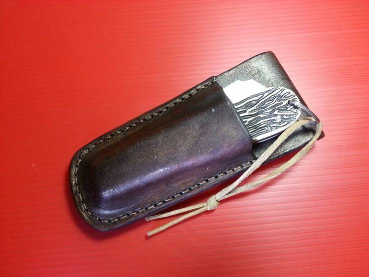 Bainha em couro costurada a mão  para canivete corneta.