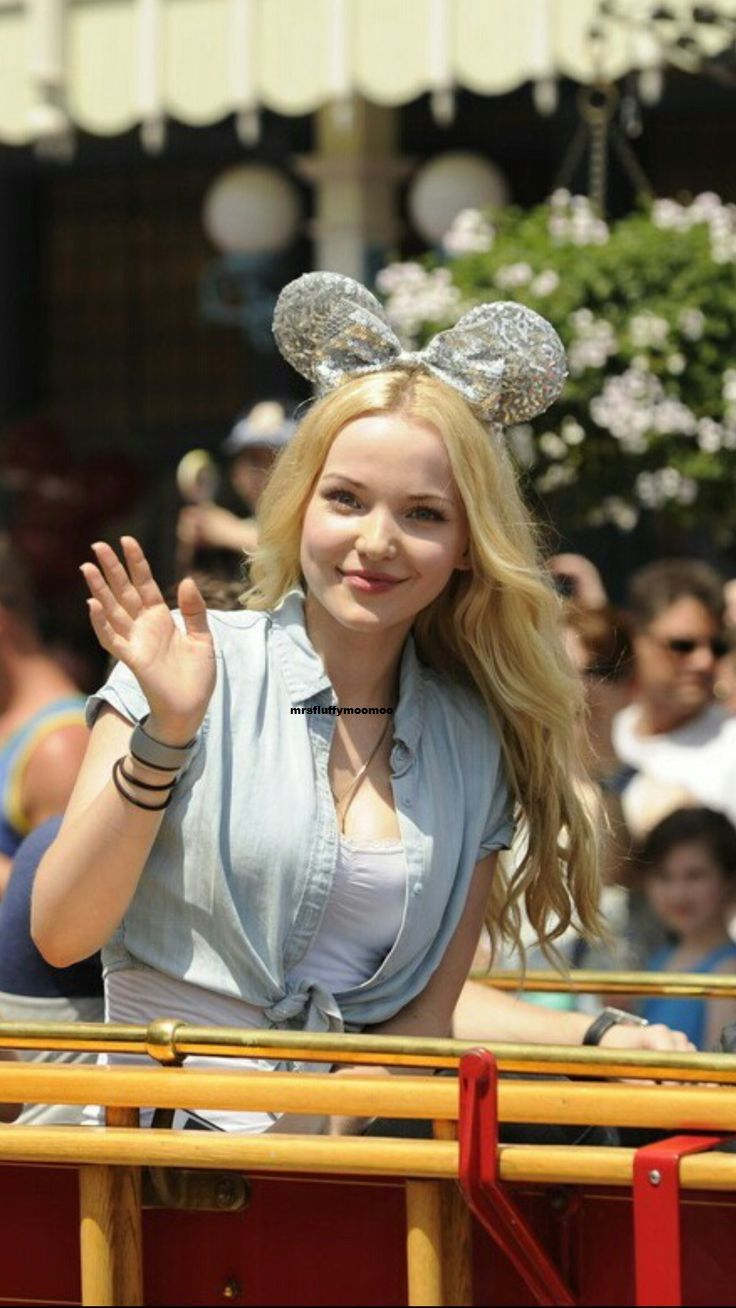 Hi I'm dove I am 18 years old and my mom is Cinderella my twin is olivia and my sister is Peyton ❤️