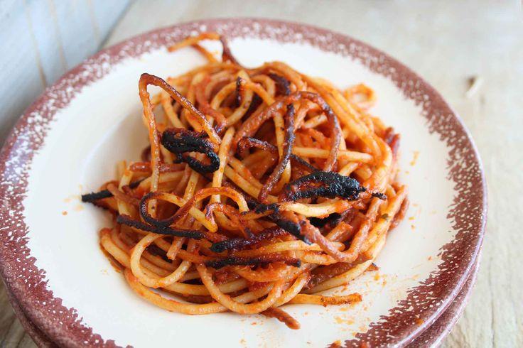 Come si Preparano gli Spaghetti all'Assassina? Ecco Gli Ingredienti e la Ricetta Tradizionale di Questo Piatto Semplicissimo e Gustoso!