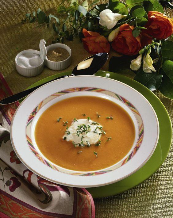 Unser beliebtes Rezept für Möhren-Sellerie-Creme-Suppe und mehr als 55.000 weitere kostenlose Rezepte auf LECKER.de.