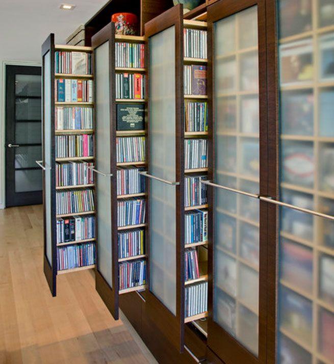 Hace unos años era necesario tener en casa estanterías para guardar los DVDs y CDs de un modo ordenado. Las nuevas tecnologías nos permiten ahora comprar música y películas on-line por lo que en la mayoría de las casas se ha reducido o eliminado este espacio de almacenaje.
