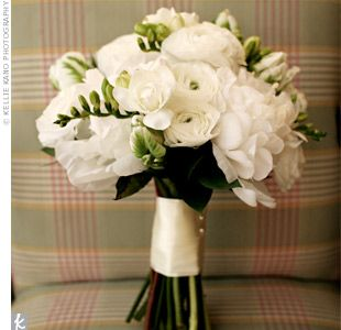 The bride's bouquet mimicked the color scheme. V carried hand-tied white peonies and ranunculus, accented with green parrot tulips.