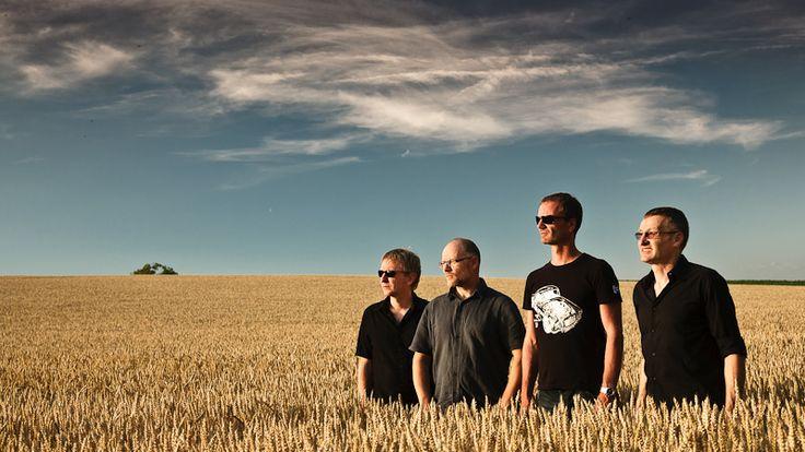 Alles andere als eine wässerige Brühe servieren uns hier 4 Herren im besten Alter. Eine weitere Perle aus der wohl produktivsten helvetischen Popwerkstatt am Rheinknie. #pikes #museum #basel #schweiz #switzerland #history #musik #music #band
