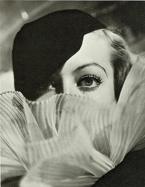 Joan Crawford.    Photograph by George Hurrell, 1932.