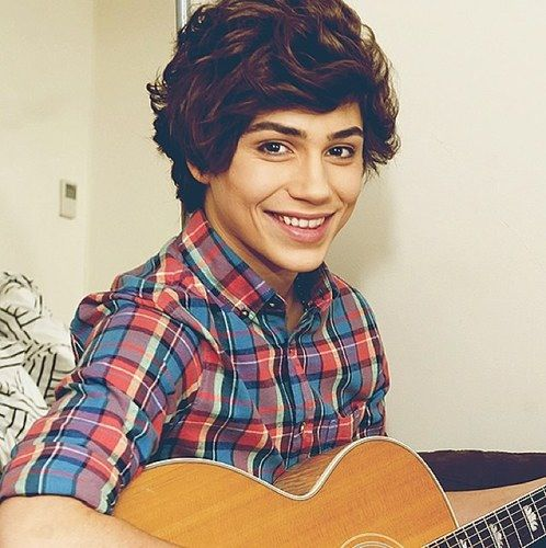 George ♥ He's Beautiful♡  looks a lot like Harry Styles, well their whole band is like one direction, except that there is only 4. I still love their song Carry You!