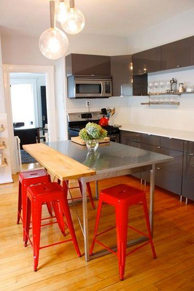 le rouge dans une cuisine grise a apporte une touche de couleur chaude bien venue dans - Cuisine Couleur Rouge Brique