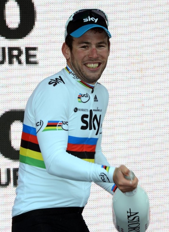 Mark Cavendish. Lees op @touretappe hoe hij zijn derde etappezege van deze Giro boekte.