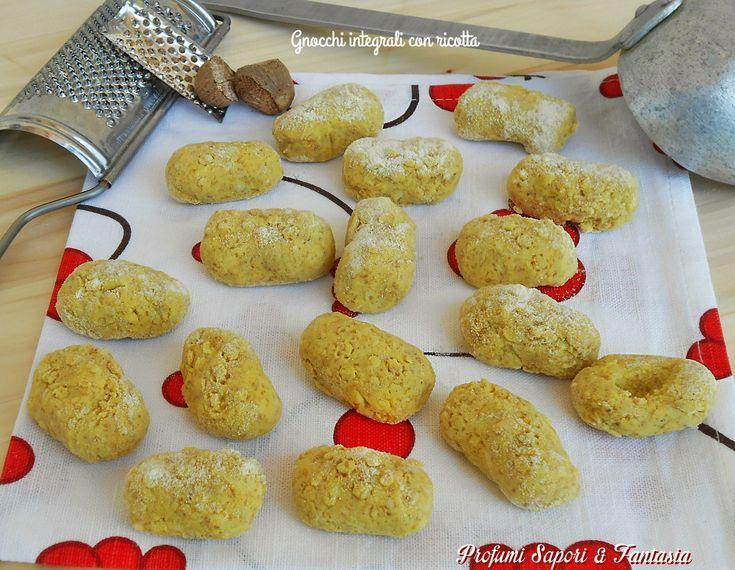Si fa prestissimo preparare gli gnocchi integrali con ricotta. Sono senza patate perciò anche una ricetta leggera e molto facile da realizzare.