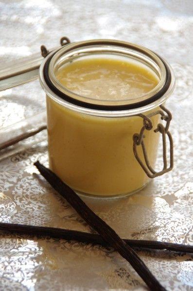 CREME ANGLAISE DE P. HERME (2 gousses de vanille, 15 cl de lait entier, 20 cl de crème liquide, 4 jaunes d'oeufs,  85 g de sucre)