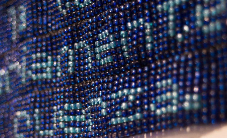 Paz Carvajal | El engaño de Penélope II, Tejido con mostacillas en telar, 65 x 40 cm, 2013