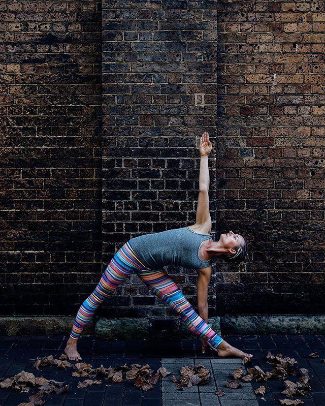 Lots of lines & alignment... thank you Kasia for trusting me to take your photos :) #trikonasana #iyengaryoga #iyengaryogateacher #yoga #technologypark #newfavouriteplace