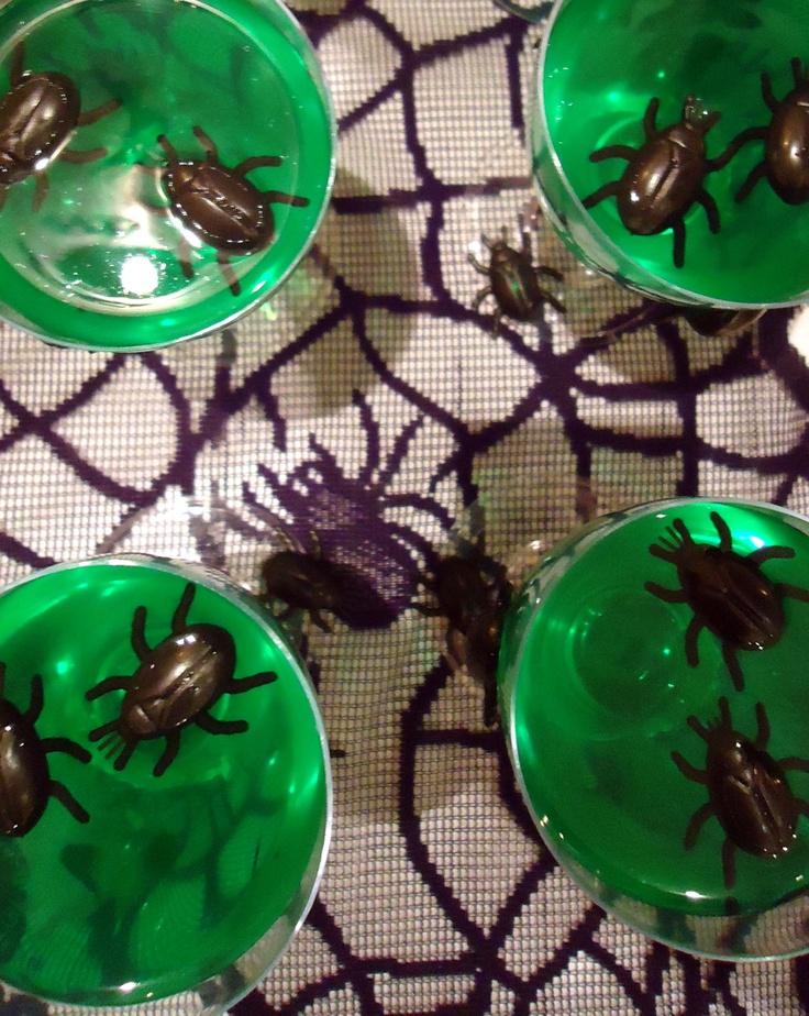 Wackelpudding mit Käfern (von der Tassenkuchen - Bäckerei)