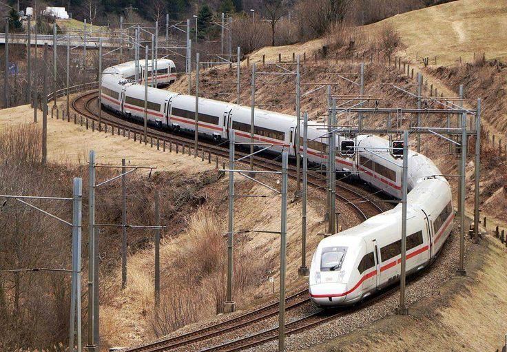 Der passt doch wunderbar auf die Gotthard-Bergstrecke...!  Der neue DB IC4 auf einer Testfahrt am 15.März 2017  auf der Gotthard-Südrampe unterhalb Ambri.  Leserfoto von Tibert Keller, vielen Dank.