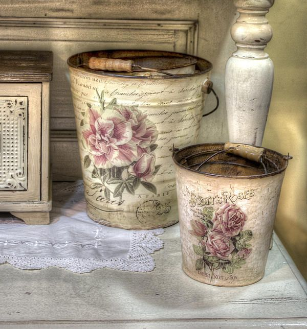 Shabby chic vases