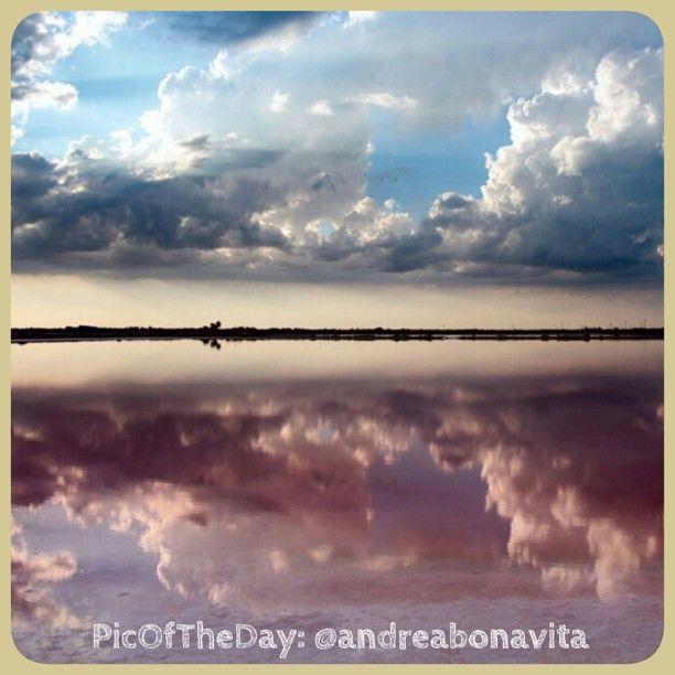 La #PicOfTheDay #turismoER di oggi arriva dalle #Saline di #Cervia: distese di acqua tra terra e cielo - Complimenti e grazie a @andreabonavita