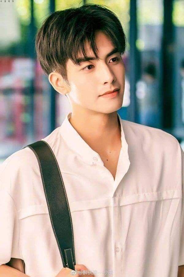 Tống Uy Long In 2020 Medium Haare Frisuren Koreanische Manner Frisur