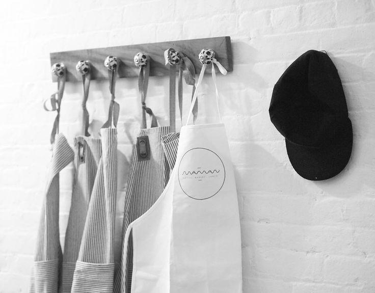 Alexia ROUX - alexiaroux.fr - alexiaroux.fr/maman-nyc Identité visuelle pour Maman NYC (Little Italy, New York, USA), établissement fondé par Benjamin SORMONTE, Elisa MARSHALL, et Armand ARNAL, chef du restaurant : La Chassagnette, à Arles (une étoile Michelin).